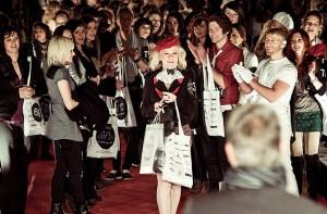 Gaby Barton gwinnt Preis bei der DU-BIST-DIE-MODE-Show von Galeries Lafayette 2010