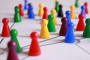 Spielsteine als Symbol für Netzwerk Inspiration Motivation Gaby Barton